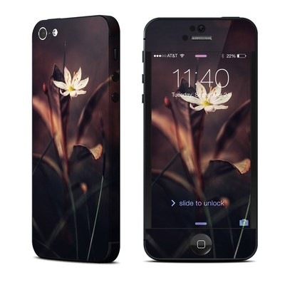 Apple iPhone 5 Skin - Delicate Bloom