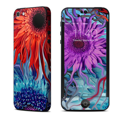 Apple iPhone 5 Skin - Deep Water Daisy Dance