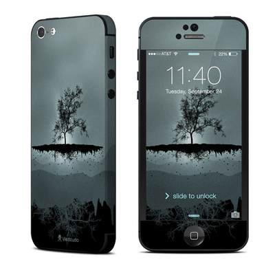 Apple iPhone 5 Skin - Flying Tree Black