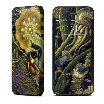 Apple iPhone 5 Skin - Light Creatures