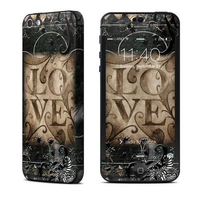 Apple iPhone 5 Skin - Love's Embrace