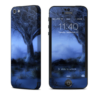 Apple iPhone 5 Skin - World's Edge Winter