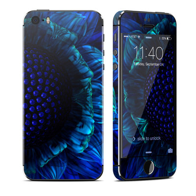 Apple iPhone 5S Skin - Cobalt Daisy