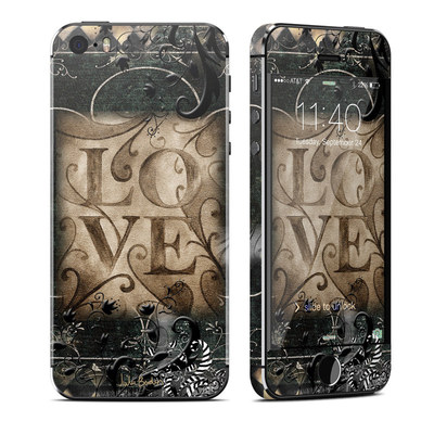 Apple iPhone 5S Skin - Love's Embrace