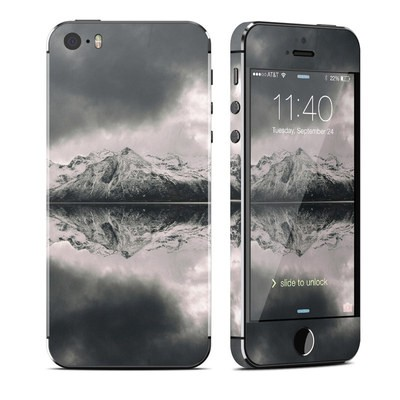 Apple iPhone 5S Skin - Reflecting Islands