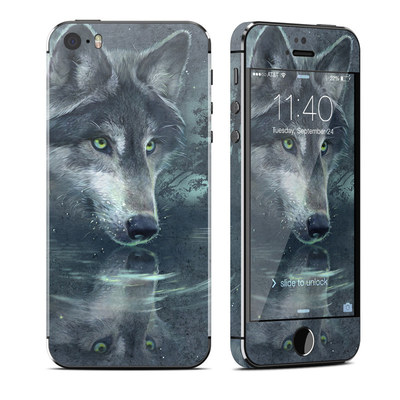 Apple iPhone 5S Skin - Wolf Reflection