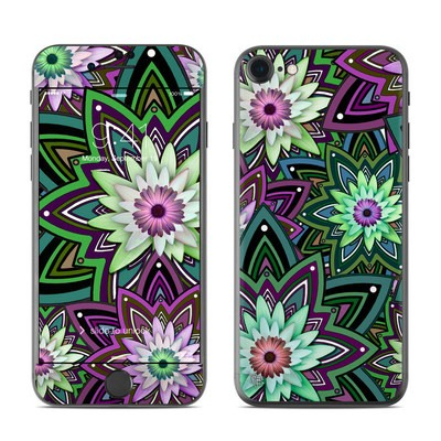 Apple iPhone 7 Skin - Daisy Trippin