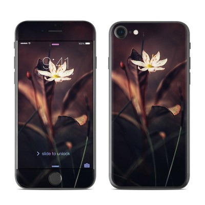 Apple iPhone 7 Skin - Delicate Bloom