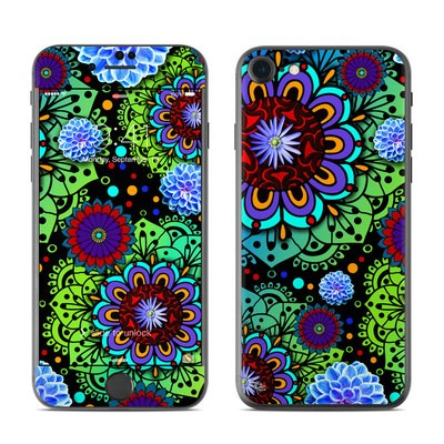 Apple iPhone 7 Skin - Funky Floratopia