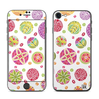 Apple iPhone 7 Skin - Round Flowers