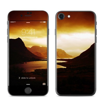Apple iPhone 8 Skin - Mystic North