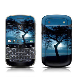 BlackBerry Bold 9930 Skin - Stand Alone