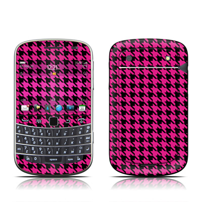 BlackBerry Bold 9930 Skin - Pink Houndstooth