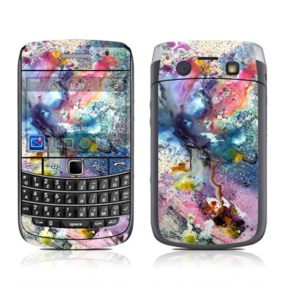BlackBerry Bold 9700 Skin - Cosmic Flower