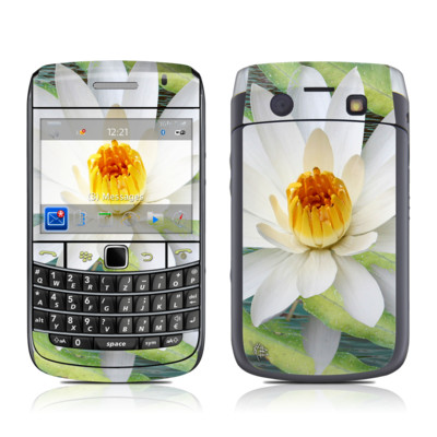 BlackBerry Bold 9700 Skin - Liquid Bloom