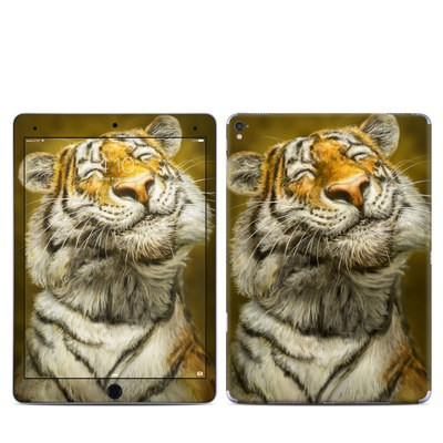Apple iPad Pro 9.7 Skin - Smiling Tiger
